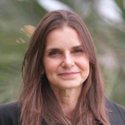 Fabiana Lucca - Apoiadora / Consultora Semearhis Esp. em Surdez
